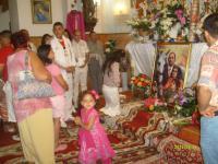 Áhitatos nép Boldog Ceferino spanyol-cigány szent képe előtt