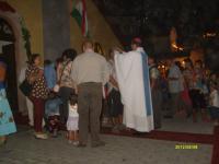 Székely János esztergémi segédpüspök megáldja a búcsús zarándokokat